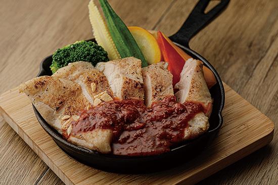 鶏モモ肉のチキンステーキデビルソース/辛旨