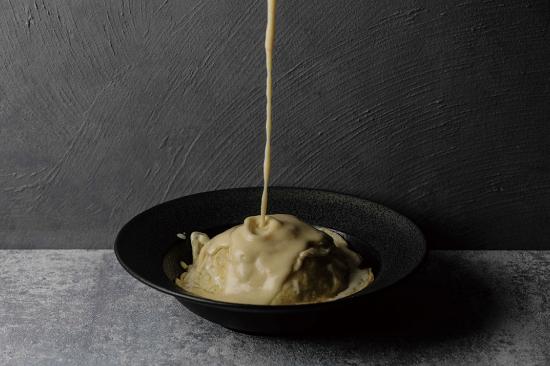 真っ白なオムライス チーズソース